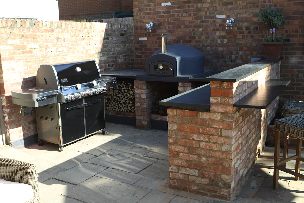 Bbq And Pizza Oven The Crown Pub And Restaurant At Granborough In Aylesbury Vale Buckinghamshire